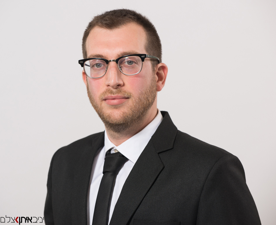 צילום פורטרט עסקי לעורכי דין ומנהלים בכירים בסטודיו או במשרד - קטלוג צילום תדמיתי