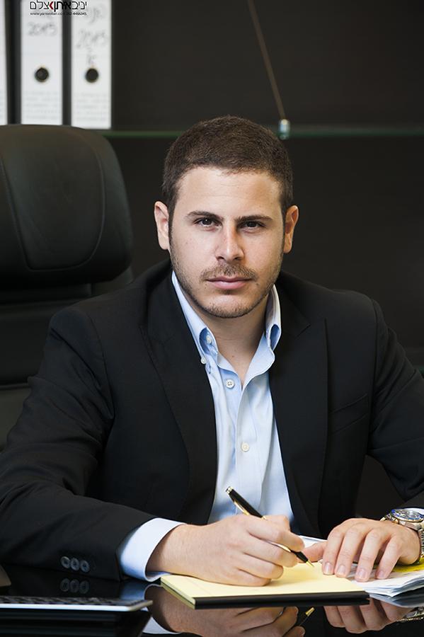 צילום עסקי של מנהל בחברת השקעות - קטלוג צילום פורטרטים מקצועי