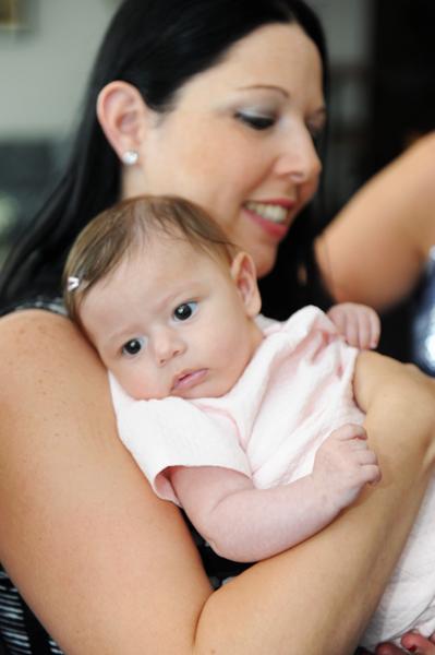 צילום האם והתינוקת באירוע בתל אביב - צילום בריתות לציבור הדתי