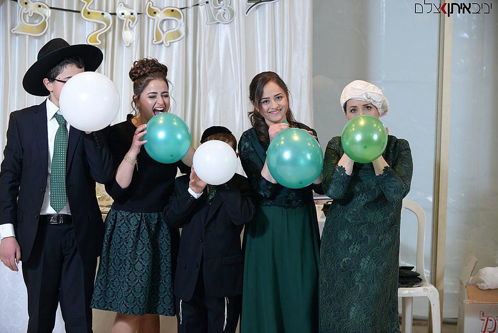 צילומי משפחה חרדית בקבלת הפנים של בר המצווה