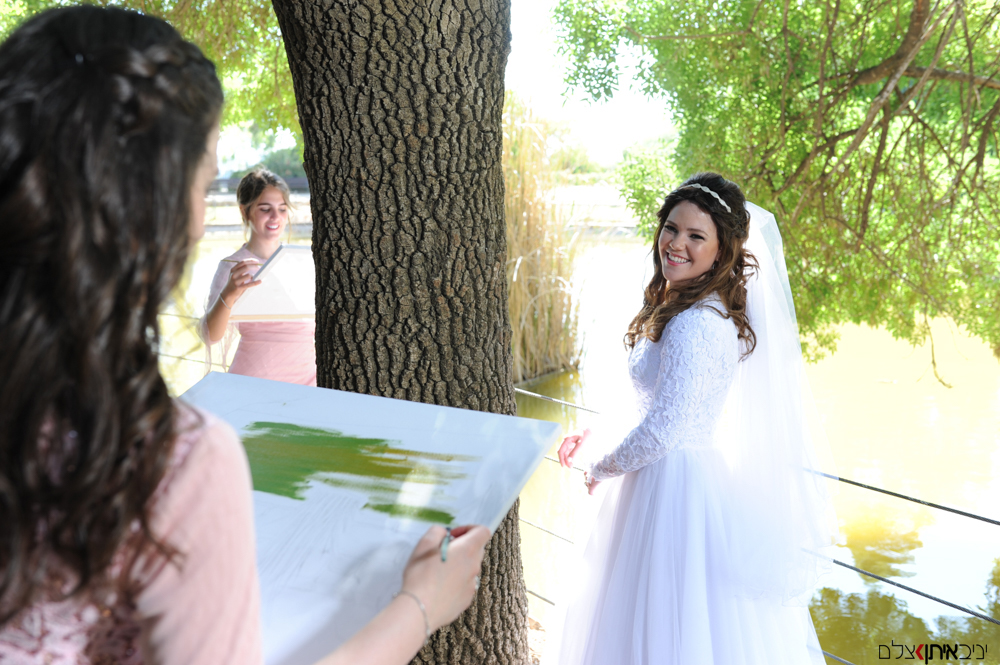 צלם חרדי לחתונה של דתיים - ציור פורטרט ציורי לכלה בגן הורדים בירושלים