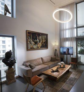 צילום סלון מעוצב בדירת פאר בתל אביב