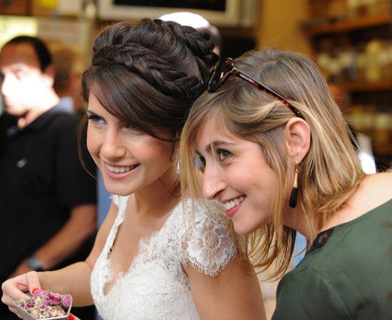 צלם דתי לחתונה - מצטלמים בשוק מחנה יהודה, רגע לפני החתונה..