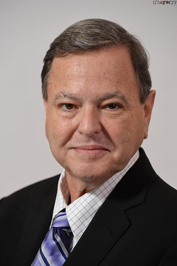 צילום פורטרט עסקי למנהלים במשרד - קטלוג צילום תדמיתי למנהלי חברת סינריון