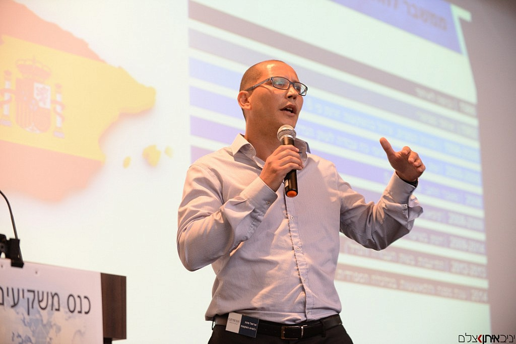 הרצאה בנושא השקעות בספרד - צילום כנס משקיעים טופ אלפא
