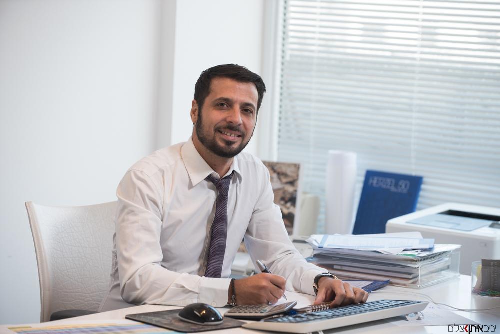 צילום פורטרט של מנהלים ואנשי עסקים בעבודה במשרד