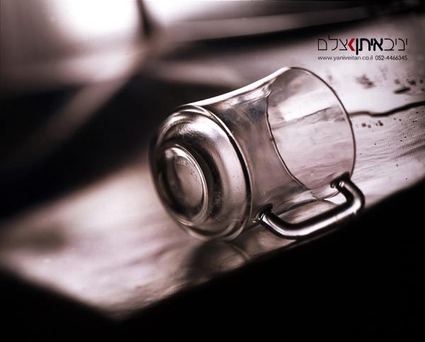 צלם מוצרים אומנותי - צילום כוס זכוכית