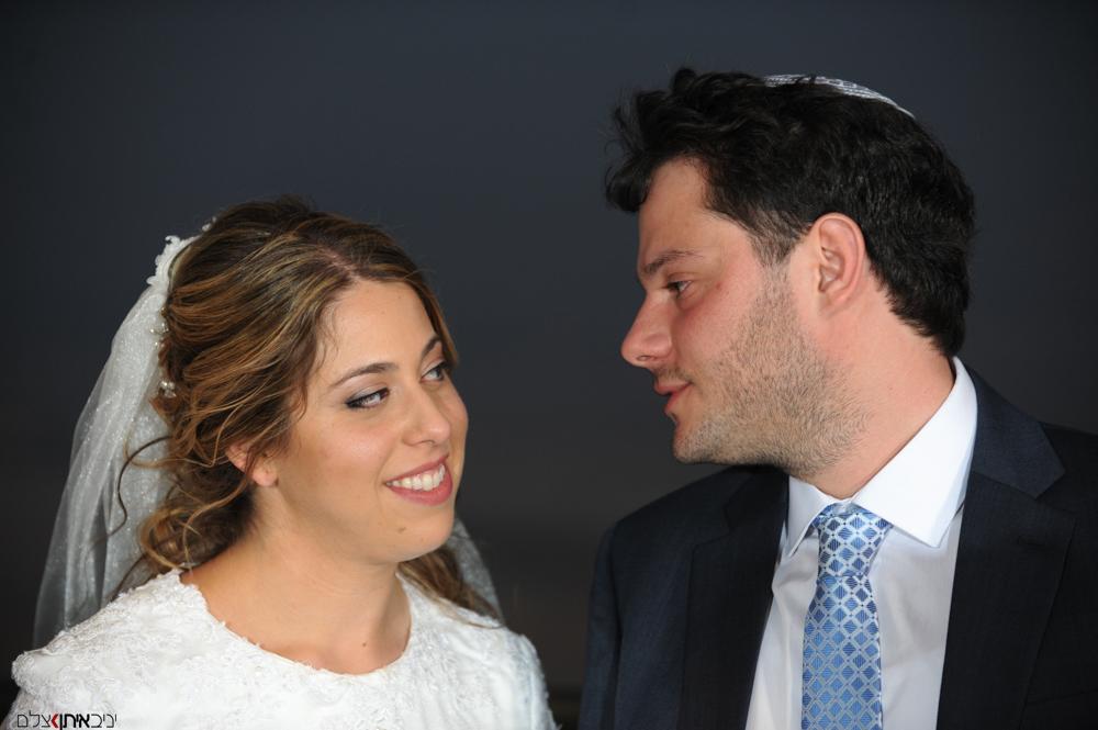 המבט של החתן והכלה בטקס חופה וקידושין