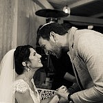 החתן והכלה לבמפגש בכיסא הכלה... זוג יונים