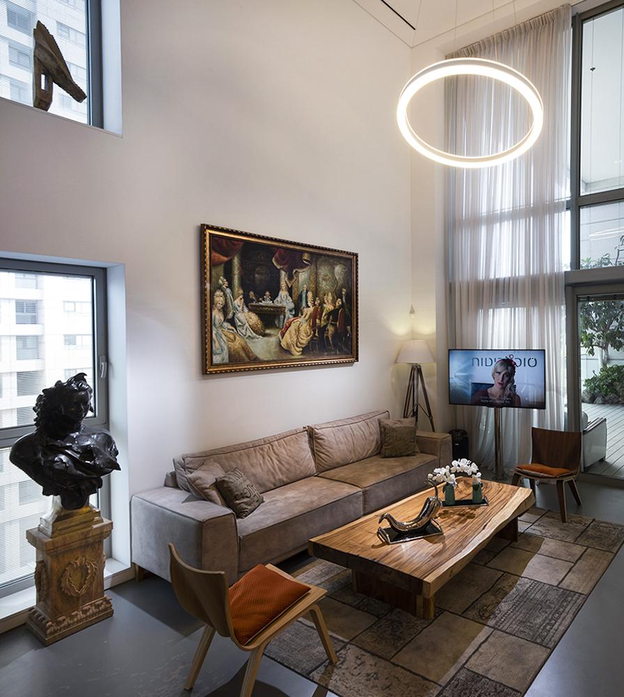 סלון מעוצב בדירת פאר בתל אביב
