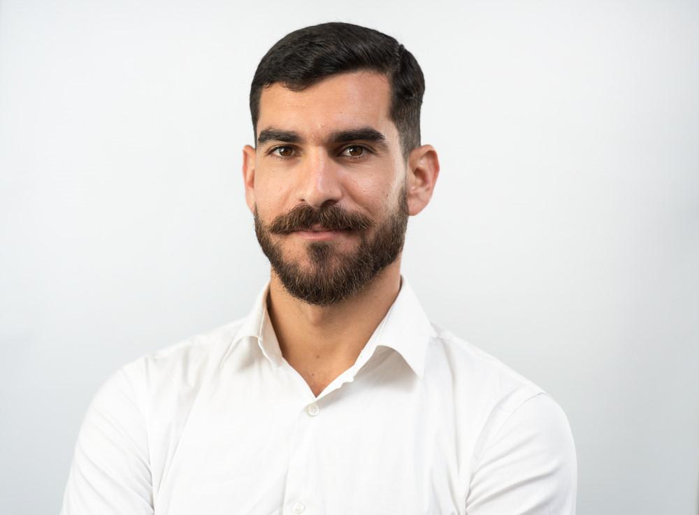 עורך דין בתל אביב בצילום סטודיו במשרד