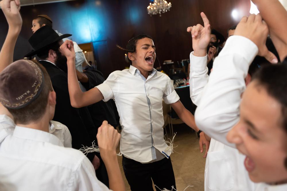 שמחת החברים בריקודים חסידיים
