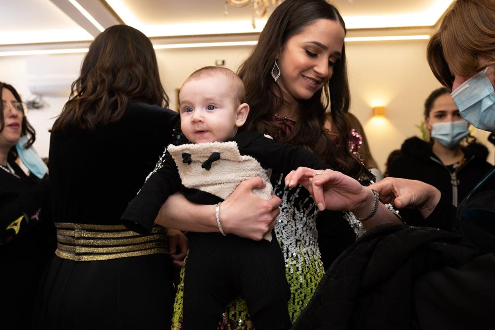 צילום אומנותי של אם ותינוק באירוע בבני ברק