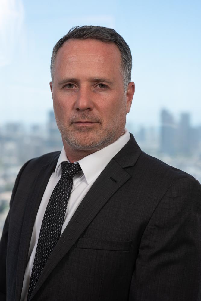 צילום עורך דין במשרד בתל אביב