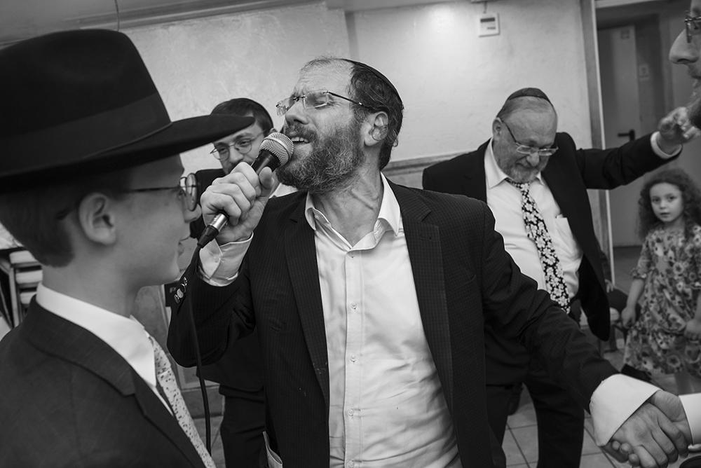 הזמר החסידי אהרון רזאל בהופעה סוחפת