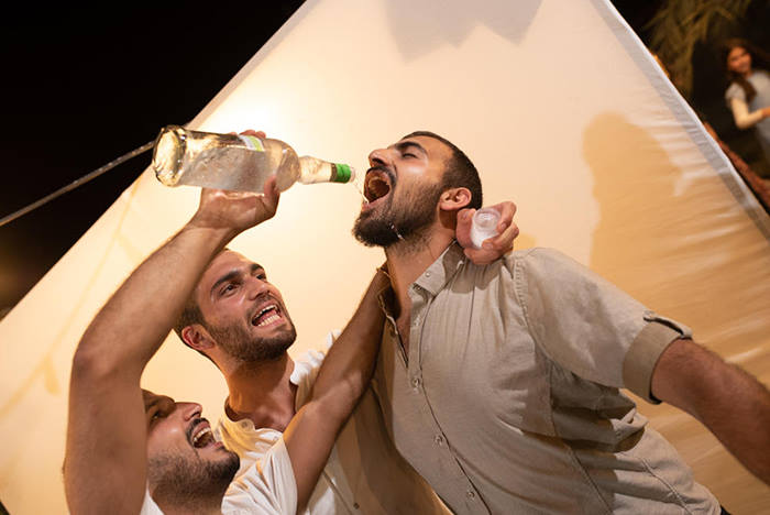 שותים ושמחים בשמחת החתונה