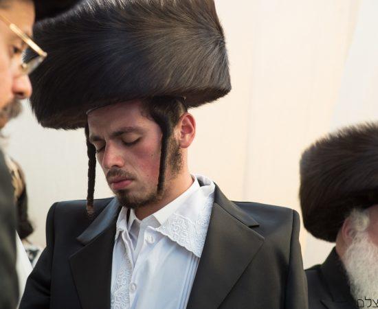 החתן ברגעי התבודדות בטקס החופה