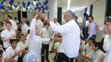 האבא והבן בריקוד שמח בבר מצווה של דתיים