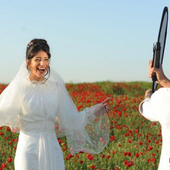 צלם מומלץ לחתונה - צילום כלה ביום שמחתה בשדה פורח