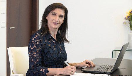 עורכת דין במשרד לצילומי תדמית